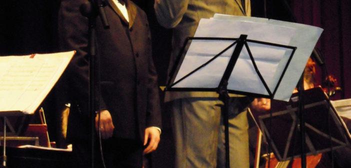 Pepe Roca, durante el espectáculo musical que ha presentado en el Gran Teatro.