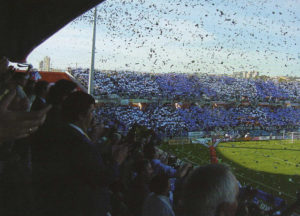Aficionados apoyando al Recreativo en un partido de liga.