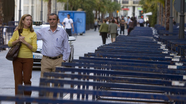 Instalación de palcos para la Semana Santa. (Julián Pérez).