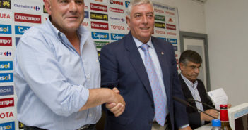 Carlos Ríos junto al presidente del Recreativo. (Julián Pérez)