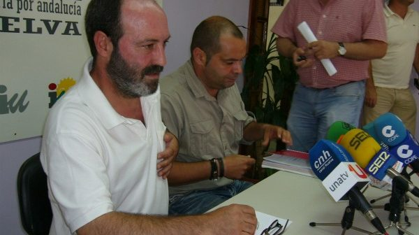 Los izquierdistas Pedro Jiménez y Rafael Sánchez Rufo, en la sede de IU.