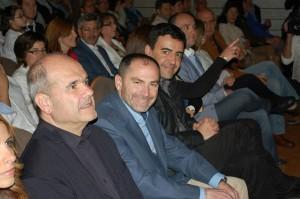 El ex alcalde socialista de Valverde, escoltado por Chaves y Mario Jiménez.
