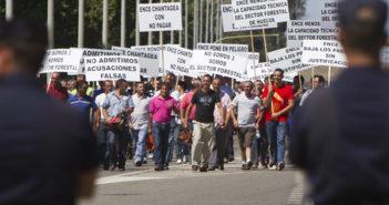 Protesta de los madereros ante la fábrica de Ence. (Foto: Julián Pérez)