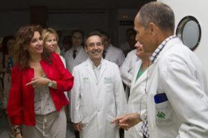 La consejera Montero en el hospital Vázquez Díaz. (Foto: Julián Pérez)