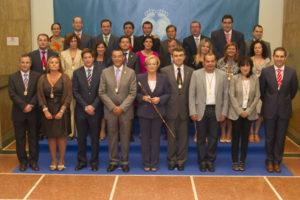 Foto de familia de la nueva Corporación Provincial. (Foto: Julián Pérez)