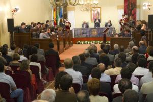 Aspecto del salón de plenos durante el acto solemne de constitución. (Foto: Julián Pérez)