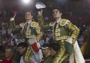 El Juli y Perera, a hombros. (Julián Pérez)