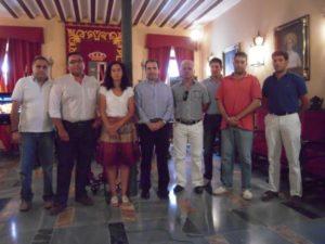 Organizadores de AICAB junto al alcalde de Almonte.