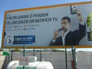 Valla publicitaria de Benfica TV. (C. H.)