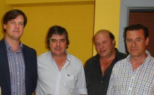 Propietarios y directivos del club Wanderers en el palco del Nuevo Estadio Colombino durante el Trofeo Colombino de 2010. (José Luis Camacho Malo)