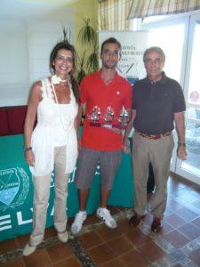 El vencedor, entre Carmen Sacristán y Cristóbal Guerrero.
