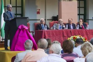 Aspecto de la mesa presidencial del pregón taurino. (Julián Pérez).