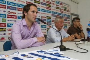 Danilo, junto al presidente De Corte y al director deportivo. (Julián Pérez)