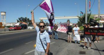 Protesta en las proximidades de Faro por el peaje en la autovía del Algarve. (C. H.)