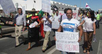 Cabecera de la manifestación en contra del peaje por la N-125. (C. H.)