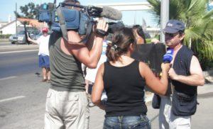 Portavoz del movimiento contra el peaje atiende a los medios de comunicación. (C. H.)