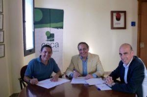 De izquierda a derecha, Manuel López Cordero (presidente de  Puntacentro), Manuel García-Izquierdo (presidente de CECA-Comercio  Huelva) y Fernando J. Pérez Lozano (vicepresidente de CECA-Comercio Huelva)