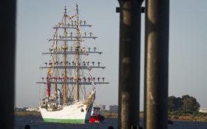Llegada del Buque Escuela Gloria al Puerto de Huelva. (Julián Pérez)