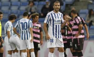 Manolo Martínez se muestra molesto tras una ocasión de peligro del Xerez. (J. Pérez)