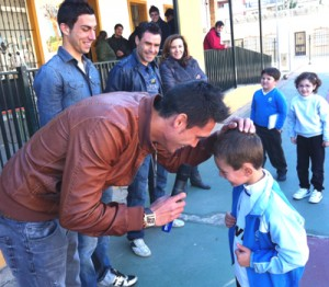 Visita de los jugadores del Recreativo al colegio Funcadia.