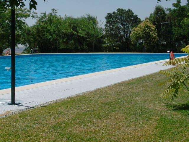 la piscina de paterna del campo abre sus puertas para la