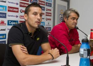 Marcos Navas junto al director deportivo albiazul Fernando Iturbe. (J. Pérez)