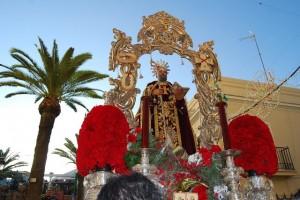 Imagen de San Antonio Abad procesionando por Trigueros.