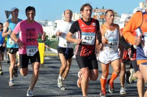 Atletas en la Media Maraton de Ayamonte.