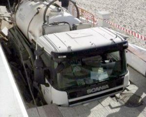 La caída de un camión en el paseo de Matalascañas puso de manifiesto la necesidad de actuar en el litoral onubense.