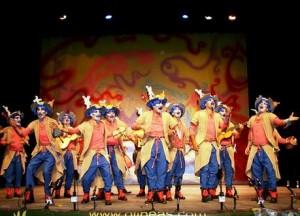 La agrupación 'Un loco caballero' en su actuación en la pasada edición del Carnaval de Punta Umbría.