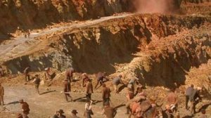 Imagen de El corazón de la tierra, película basada en el libro de Juan Cobos, en el que se relatan los dramáticos sucesos de Riotinto.