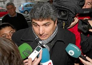 Juan José Cortes responde a las preguntas de los periodistas. (Julián Pérez)