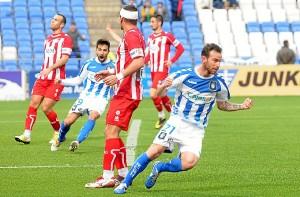 Fernando Vega celebrando el gol albiazul. (Espínola)