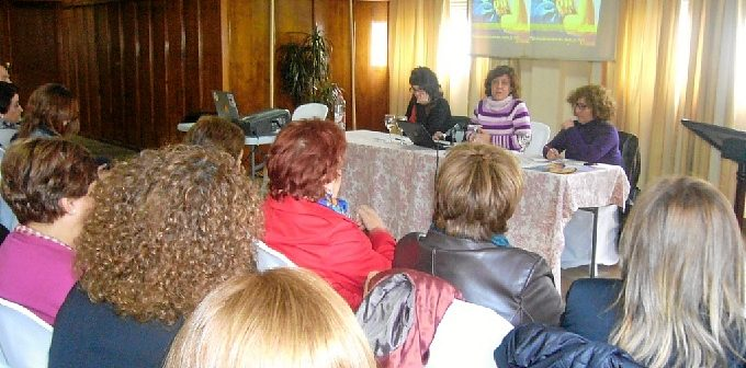 Un momento de la Jornada de la Mujer celebrada por IU en Huelva.