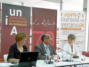 El rector de la UNIA, Suárez Japón, durante la presentación de los cursos de la sede de La Rábida.