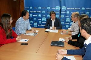 Reunión de los responsables populares para tomar medidas en favor del empleo joven.