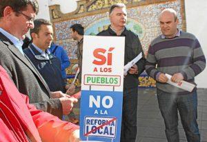 Imagen de archivo de la protesta de los responsables municipales del PSOE en el Andévalo.