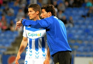 Juanma Rodríguez dando instrucciones a Ruyman. (Espínola)