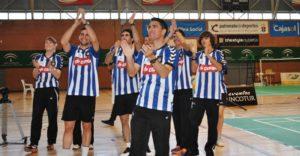 Primer equipo del IEs La ORden saludando a su aficion.