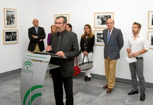 Rafael Terán, presidente de la Asociación de la Prensa de Huelva, interviene durante el acto. (Julián Pérez)