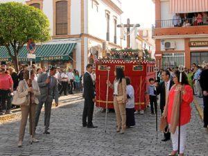 Salida de la Cruz de Mayo en San Juan del Puerto.