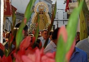 Nuestra Señora de la Esperanza en las calles de Cumbres Mayores.