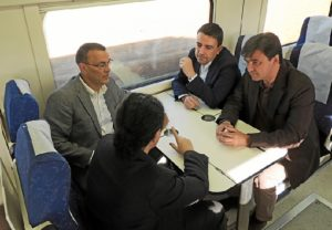 Dirigentes del PSOE en el tren Huelva-Zafra.
