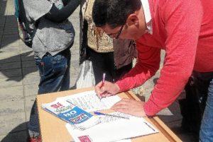 Recogida de firmas del PSOE contra la reforma local.