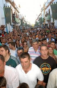 Miles de personas salieron a la calle para recibir a la Banda de la Legión. (Julián Blanco)
