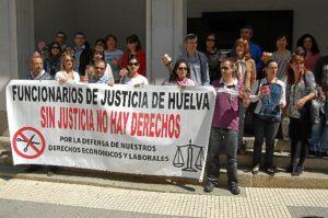 Protesta de funcionarios de Justicia en Huelva.