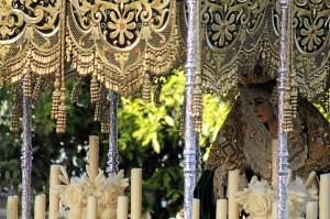 La Virgen del Amor en su salida procesional de la Semana Santa 2013. (Celia HK)