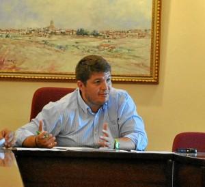 Marcos Toti, alcalde de Zalamea, en su despacho.