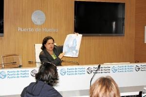 La presidenta del Puerto de Huelva, Manuela de Paz, en rueda de prensa.