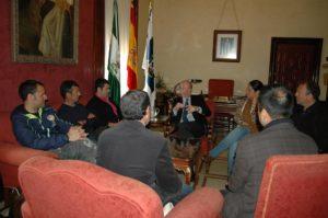 Reunión entre el alcalde, el Club Ekiden y la Delegación Onubense de Ciclismo.